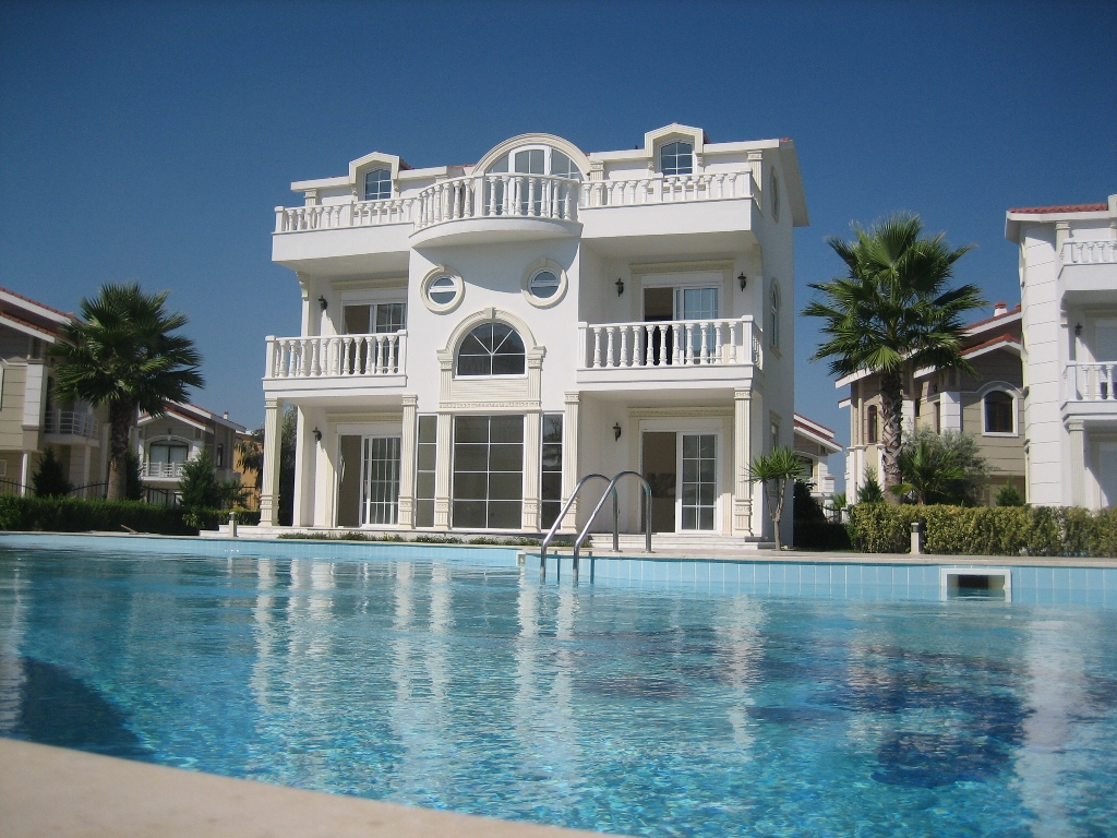 Best luxury villas luxury things for Villas with pools