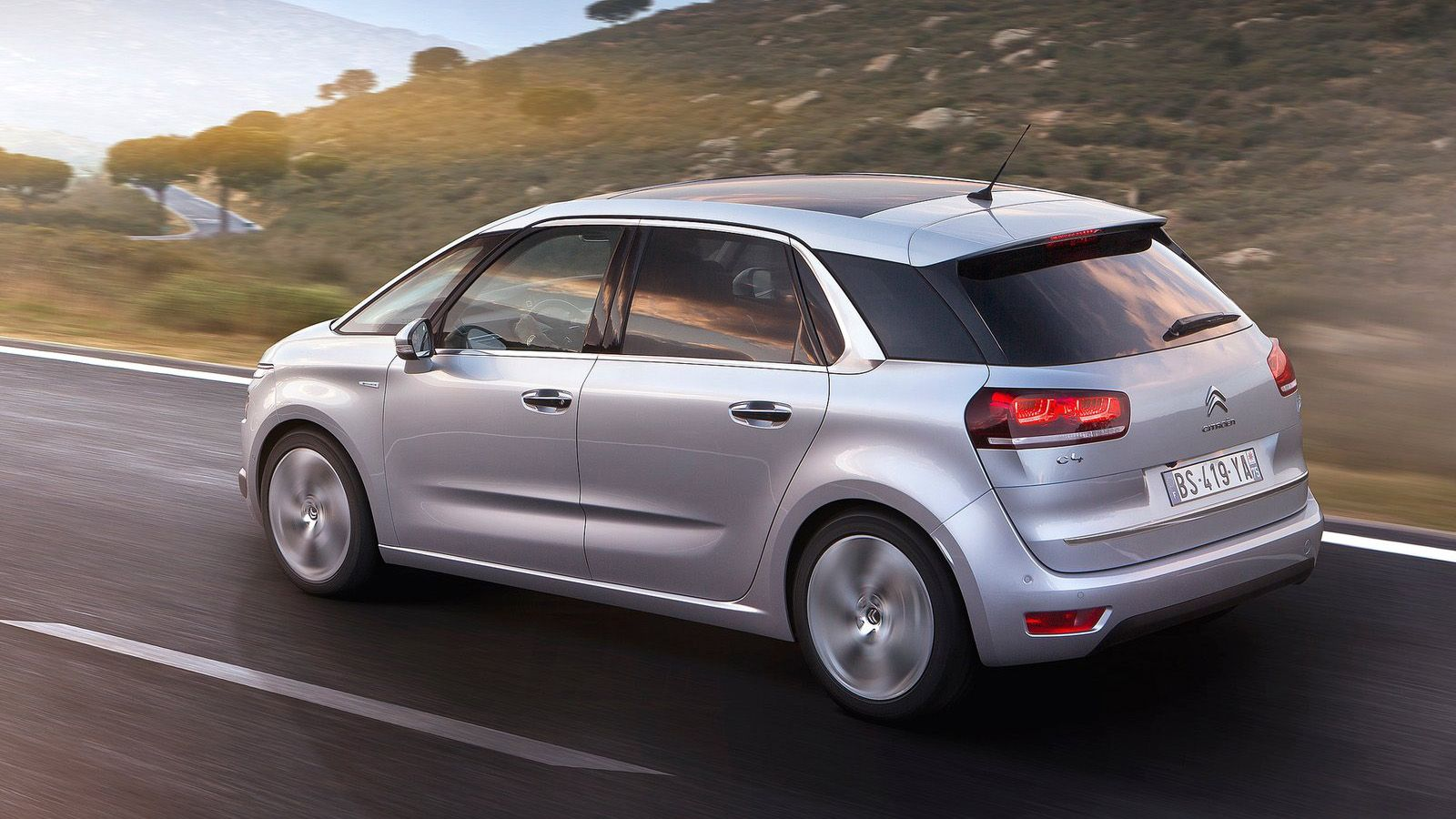 citroen c4 2015 on road