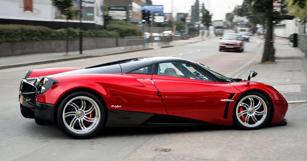Pagani Huayra red 2016