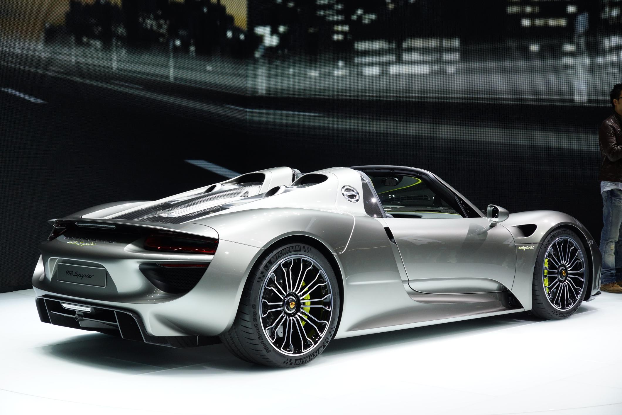 2016 2017 porsche 918 spyder luxury things. Black Bedroom Furniture Sets. Home Design Ideas